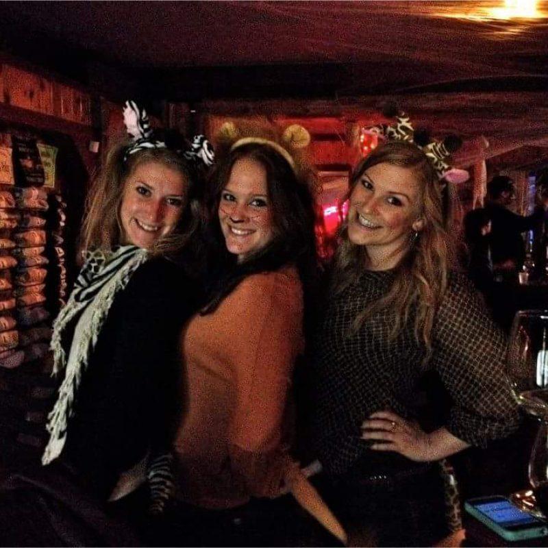 3 girls posing for photo